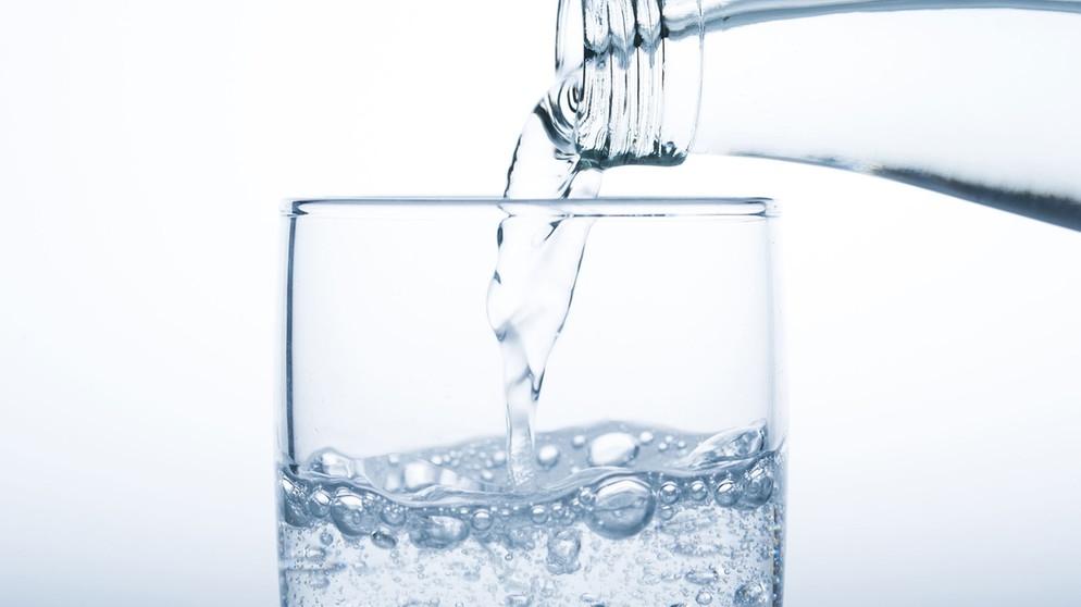 Kohlensäure: Macht Mineralwasser Sodbrennen? | Bayern 1 | Radio | BR.de
