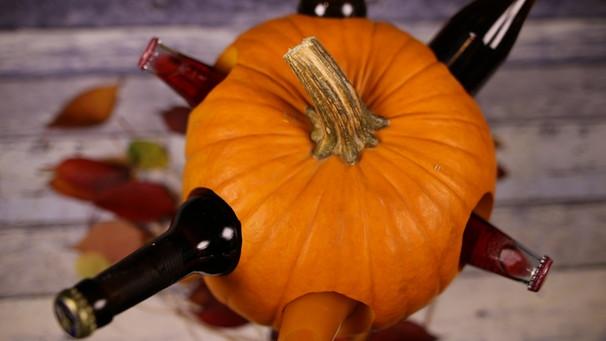 Halloween Basteln Kurbis.Basteln Mit Kurbissen Getrankekuhler Und Andere Halloween Deko Bayern 1 Radio Br De