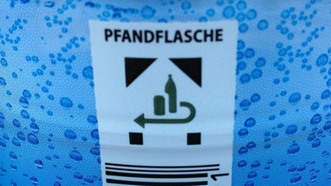 Einweg-PET-Flaschen: Logo für Pfand   Bild: Petra Martin