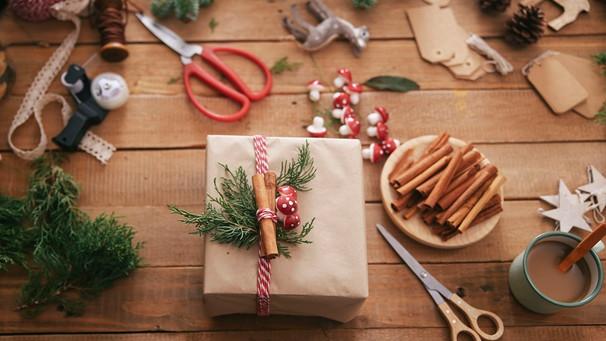 Weihnachtsgeschenke Geschenke.Geschenke Verpacken Weihnachtsgeschenke Schön Mit Packpapier