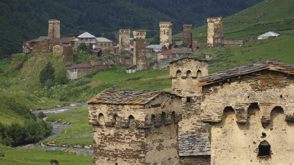 ushguli im kaukasus mittelalterliches manhattan auf h chster h he breitengrad bayern 2. Black Bedroom Furniture Sets. Home Design Ideas