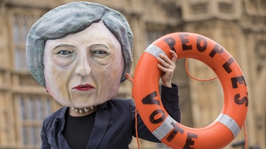 Theresa May, Maske: MPs Vote on Brexit Deal | Bild: picture alliance/ZUMA Press