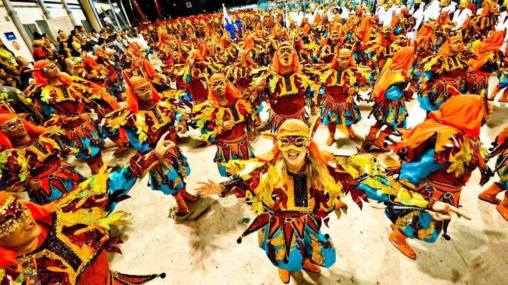 23 2 1 3 Verkehrte Welten Karneval International Br