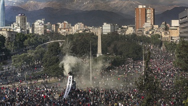 Großdemonstration in Santiago de Chile im Oktober 2019 | Bild: picture alliance / AP Images