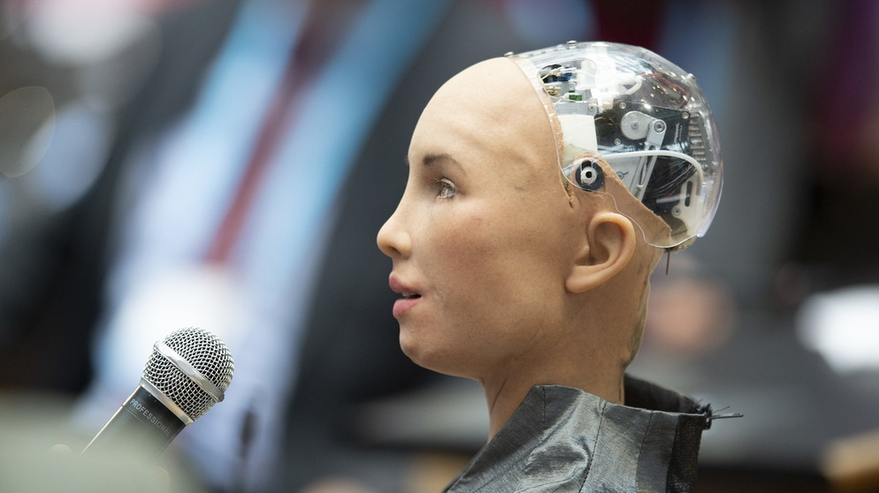 "Roboterkopf von ""Sophia"", einer Roboterfrau beim Deutsche Welle Global Media Forum SHIFTING POWERS 2019 