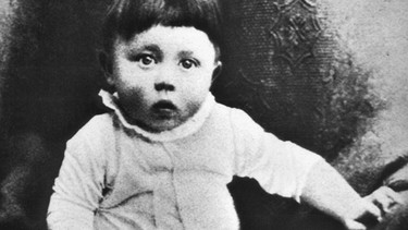 Adolf Hitler als Kind um 1890 | Bild: picture-alliance/dpa