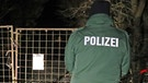 Polizist in Arnstein, Absperrband | Bild: picture-alliance/dpa