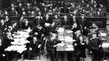 Blick in den Nürnberger Justizpalast während der Eröffnung des Hauptkriegsverbrecherprozesses am 20. November 1945 vor dem Internationalen Militärgerichtshof. | Bild: picture-alliance/dpa