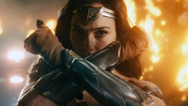 Gal Gadot als Wonder Woman | Bild: picture alliance / Everett Collection | ©Warner Bros/Courtesy Everett Collection