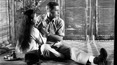 France Nuyen und John Kerr im Film South Pacific (1958) | Bild: picture-alliance/dpa