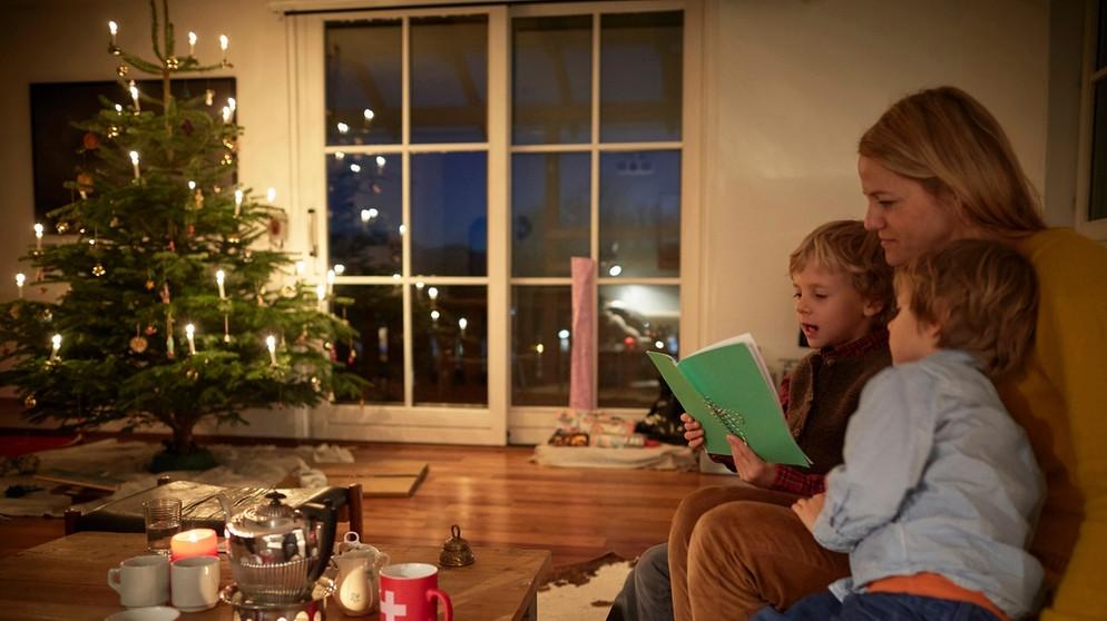 Tannenbaum Singen.Weihnachtslieder Texte So Sind Sie Textsicher Unterm Tannenbaum