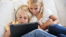 Kinder am Tablet | Bild: picture-alliance/Bildagentur-online