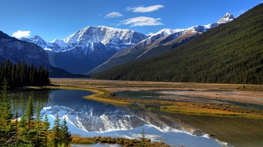 Der Banff National Park vor der Kulisse der Rocky Mountains in Alberta | Bild: picture-alliance/dpa/Hinrich Bäsemann
