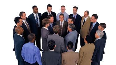 Geschäftsmänner bilden zwei Kreise | Bild: Getty Images