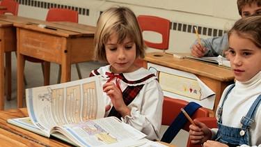 Jungen und Mädchen im Unterricht | Bild: Getty Images