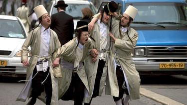 Purim-Fest: Betrunkene Juden in Jerusalem | Bild: picture-alliance/dpa
