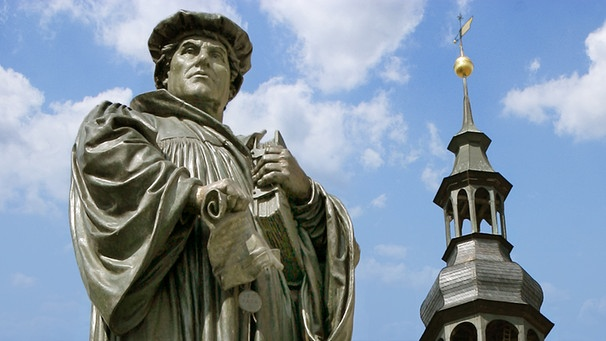 Denkmal des Reformators Martin Luther in Eisleben | Bild: picture-alliance/dpa