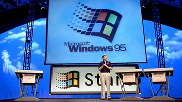 Bill Gates präsentiert Windows 95 | Bild: picture-alliance/dpa