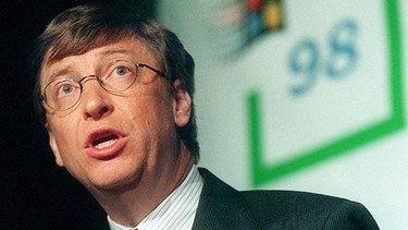 Bill Gates präsentiert Windows 98 | Bild: picture-alliance/dpa