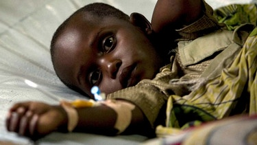 An Cholera erkranktes Kind in Afrika | Bild: picture-alliance/dpa