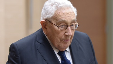 Former US Secretary of State Henry Kissinger looks on during a meeting with Russian President Vladimir Putin 2016 | Bild: picture-alliance/dpa