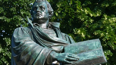 Martin Luther Denkmal in Berlin | Bild: picture-alliance/Winfried Rothermel
