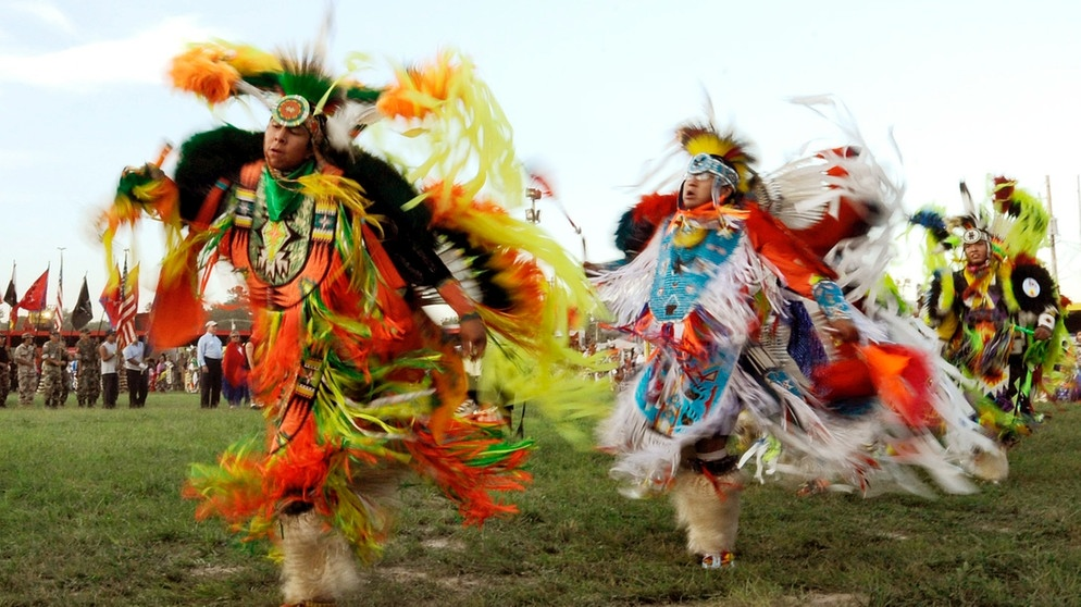Lakota Oglata Sioux-Indianer beim traditionellen Pow Wow | Bild: picture-alliance/dpa